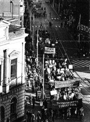 Mielenosoitus vuonna 1973, jossa puolustettiin taideopintoja.