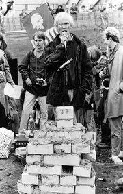 TOKYOn puheenjohtaja Pekka Harni vuonna 1983, mielenosoituksessa
