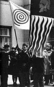 TOKYOn lippu jossa spiraali-tunnus 1960-luvulla.